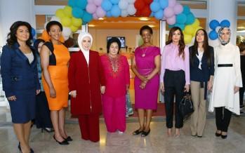 Emine Erdoğan, Lider Eşleri ile Birlikte Rehabilitasyon Merkezini Ziyaret Etti