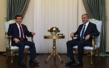 Kuzey Kıbrıs Türk Cumhuriyeti Cumhurbaşkanı Mustafa Akıncı ile bir araya geldi