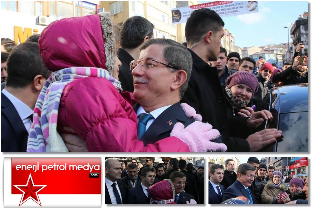 Başbakan Ahmet Davutoğlu, İstanbul'da vatandaşlarla selamlaştı -A111