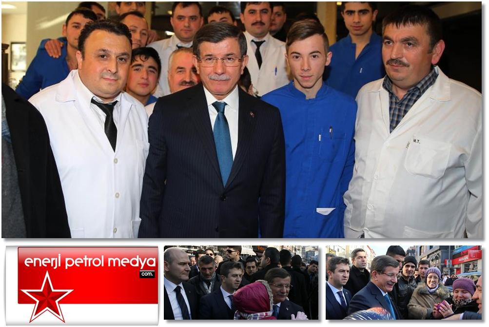 Başbakan Ahmet Davutoğlu, İstanbul'da vatandaşlarla selamlaştı -A1191