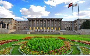 Türkiye Büyük Millet Meclisi'nin kuruluşunun 99. yıldönümü ve Ulusal Egemenlik ve Çocuk Bayramı kutlamaları kapsamında ilk tören TBMM Atatürk Anıtı'nda düzenlendi.