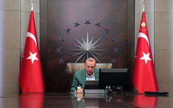 Cumhurbaşkanı Erdoğan, Cumhurbaşkanlığı Kabinesi üyeleri ile video konferans aracılığıyla görüştü