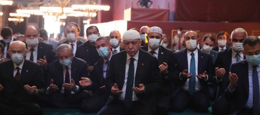 Cumhurbaşkanı Erdoğan, Cuma namazını, 86 yıl sonra ibadete açılan Ayasofya-i Kebir Cami-i Şerifi'nde kıldı