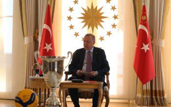 Cumhurbaşkanı Erdoğan, Avrupa Şampiyonu olan Türkiye 19 Yaş Altı Kız Voleybol Millî Takımı'nı kabul etti