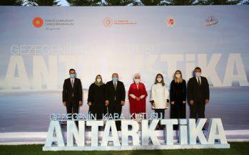 """""""Gezegenin Kara Kutusu: Antarktika"""" belgeselinin ilk gösterimi, Emine Erdoğan'ın ev sahipliğinde Cumhurbaşkanlığı Külliyesinde gerçekleştirildi"""