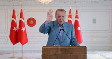"""Türkiye'yi yeniden kendi iç meseleleriyle boğuşan bir ülke hâline getirerek asırlık uyanışımızı önlemeye çalışıyorlar"""""""