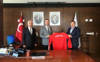 Türkiye Güreş Federasyonu Başkanı Musa Aydın ve Federasyon As Başkanı Zeki Gül, Yusuf Büyük'ü ziyaret etti