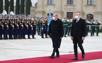 Cumhurbaşkanı Erdoğan, Azerbaycan Gençlik Sarayı'nda resmî törenle karşılandı