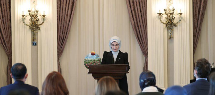 """Emine Erdoğan, çevre çalışmalarından dolayı BM'nin """"Küresel Amaçlar Eylem Ödülü""""ne layık görüldü"""