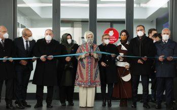 Emine Erdoğan, Manisa'daki doğa dostu tekstil fabrikasını ziyaret etti