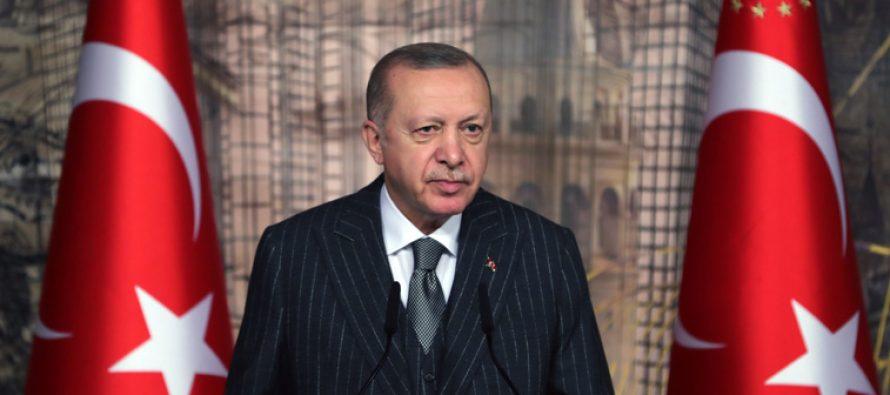 Cumhurbaşkanı Recep Tayyip Erdoğan, Uluslararası Demokratlar Birliği (UID) Kadın Kolları ve Gençlik Kolları MKYK üyelerini Dolmabahçe Ofisinde kabul etti.