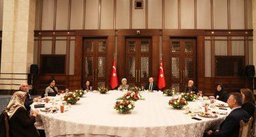 Cumhurbaşkanı Erdoğan ve eşi Emine Erdoğan, şehit aileleriyle iftar yemeğinde bir araya geldi