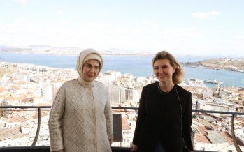 Emine Erdoğan, Ukrayna Devlet Başkanı Volodimir Zelenskiy'nin eşi Olena Zelenska ile Galata Kulesi'ni ziyaret etti