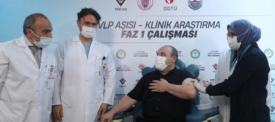 Sanayi ve Teknoloji Bakanı Mustafa Varank, yerli Kovid-19 aşı adayının ilk insan denemelerinde gönüllü oldu