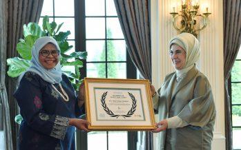 """Emine Erdoğan, çevreye olan katkılarından dolayı UN-Habitat tarafından """"Atık Alanında Akıllı Şehirler Küresel Şampiyonu"""" ödülüne layık görüldü"""