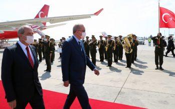 Cumhurbaşkanı Erdoğan, KKTC'de resmî törenle karşılandı